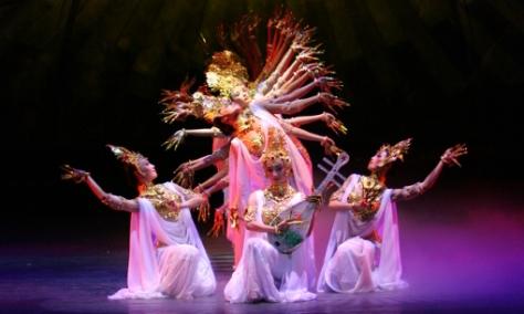 Opening scene of Silk Road © Gansu Ensemble