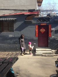 Xiǎo nǚháizi and māma, Jan 2016 © Cas Sutherland